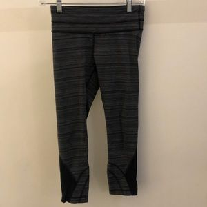 Lululemon black and gray crop legging, sz 4, 68763